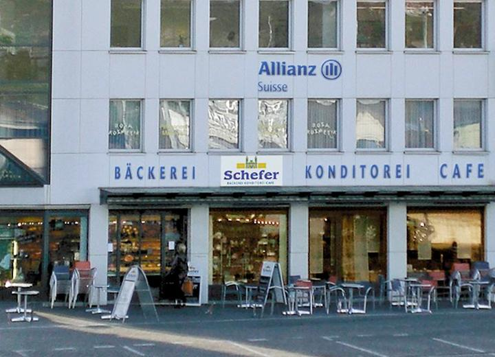 Am Bahnhofplatz in Einsiedeln wird mit Weitsicht gebaut und ein zeitgemässer Laden mit Café errichtet.
