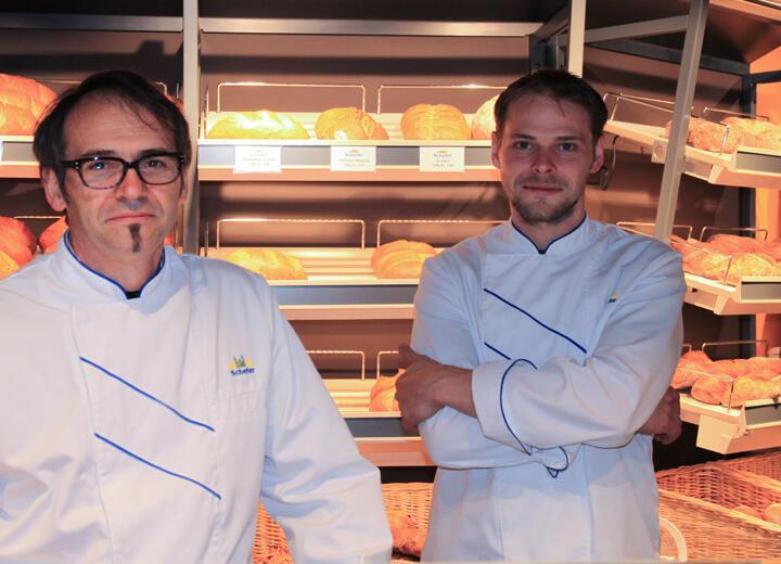 Raffael Schefer schliesst die Weiterbildung zum Chef Bäcker-Konditor ab und legt somit den Grundstein für einen erfolgreichen Einstieg in den elterlichen Betrieb.