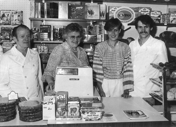 Fränzi und Urs Schefer übernehmen das elterliche Geschäft an der Nordstrasse. Zusammen mit 8 MitarbeiterInnen beginnt der Aufbau zum heutigen Geschäft.
